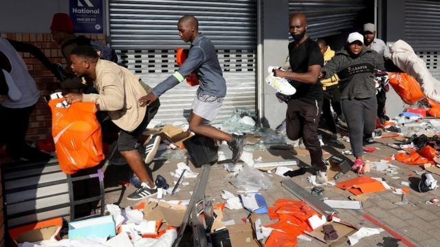 """""""Maponya Mall looting"""": [Jabulani mall, Phoenix Durban, Maponya mall, oda shops looting} for 'South Africa Zuma riot'"""