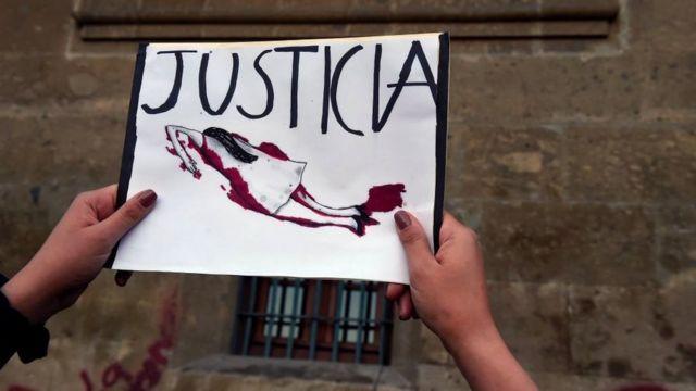 Cartel en manifestacion contra violencia de genero en CDMX