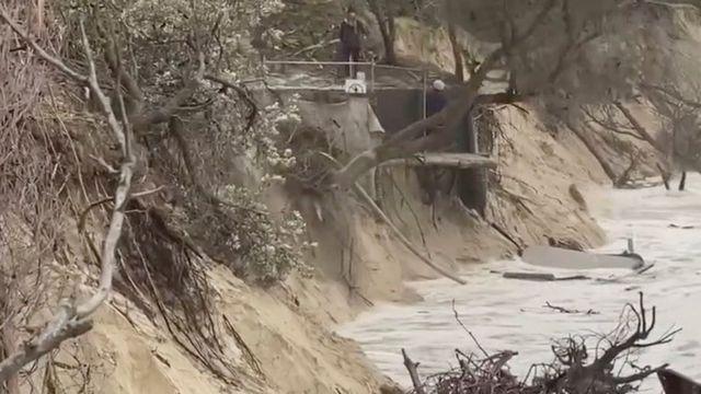 صورة تظهر الدمار الذي خلفته الأمواج العاتية