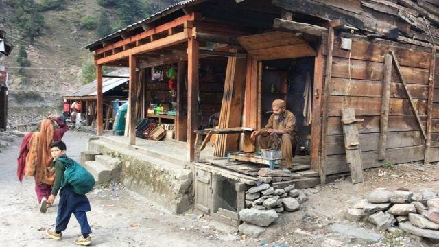दुधनिआल गांव का दृश्य