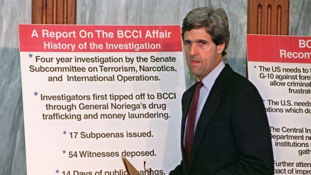 John Kerry, en 1992, liderando la investigación del Senado sobre el lavado de dinero del BCCI