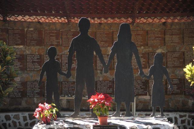 Escultura en El Mozote, Morazán, El Salvador.