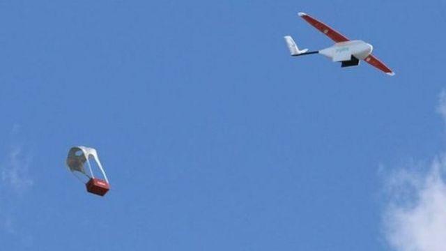 Les drones peuvent atteindre 70 kilomètres par heure en plein vol et effectuer jusqu'à 150 livraisons par jour.