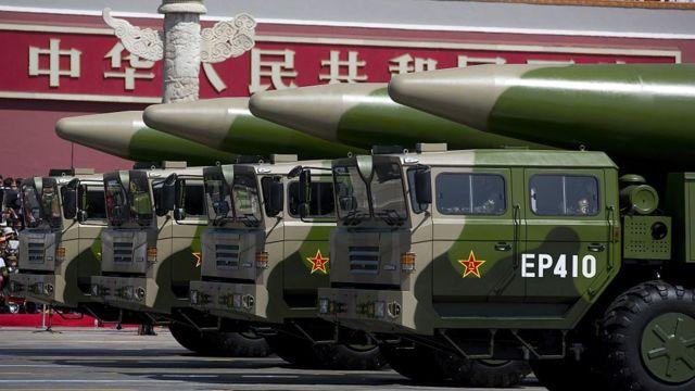 Xe quân sự Trung Quốc tên lửa đạn đạo DF-26