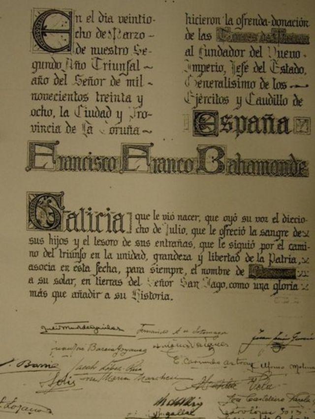 Pergamino de entrega del Pazo de Meirás a Francisco Franco.