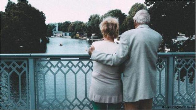 दीर्घकाळातील प्रेमाची मूळं प्राचीन आहेत.