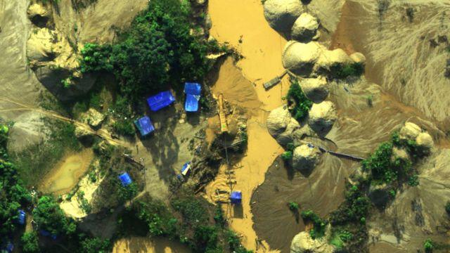 Actividad de minería ilegal en la región de Madre de Dios