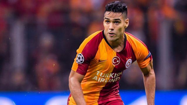 Galatasaray'ın bu yılki transferi Radamel Falcao'nun yıllık 5 milyon euro garanti maaşı, 6 milyon eurodan fazla da prim hakkı bulunuyor. Diğer Süper Lig futbolcuları gibi Falcao da, asgari ücretli bir çalışanla aynı oranda gelir vergisi ödüyor