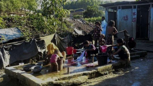 বাংলাদেশে আশ্রয় নেয়া রোহিঙ্গা পরিবার