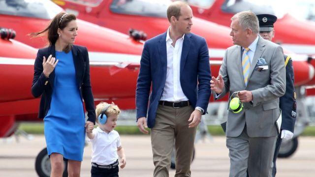 королевская семья на авиабазе