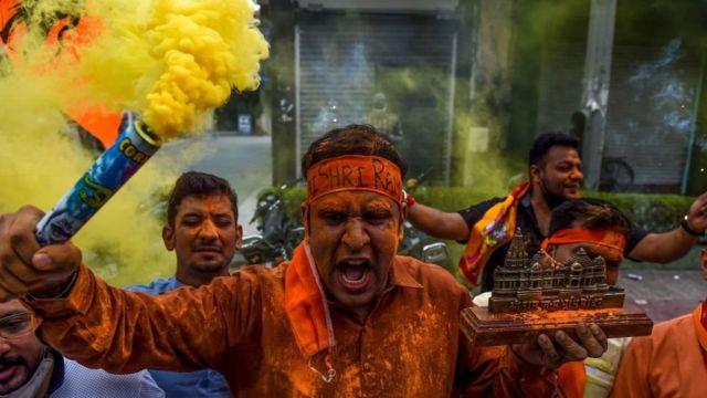 அயோத்தி ராமர் கோயில் பூமி பூஜையை முன்னிட்டு பா.ஜ.க தொண்டர்கள் டெல்லியில் கொண்டாட்டம்.