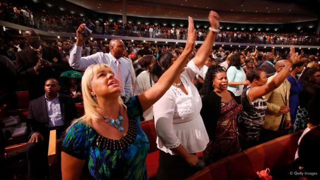 Les méga églises américaines attirent des milliers de fidèles