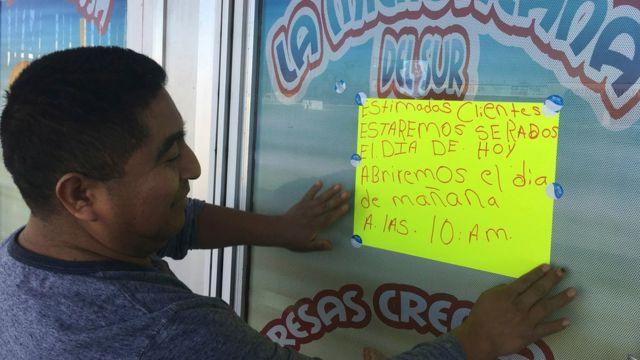 José López cerró su negocio en la ciudad de Albuquerque en Nuevo México en apoyo a los inmigrantes.