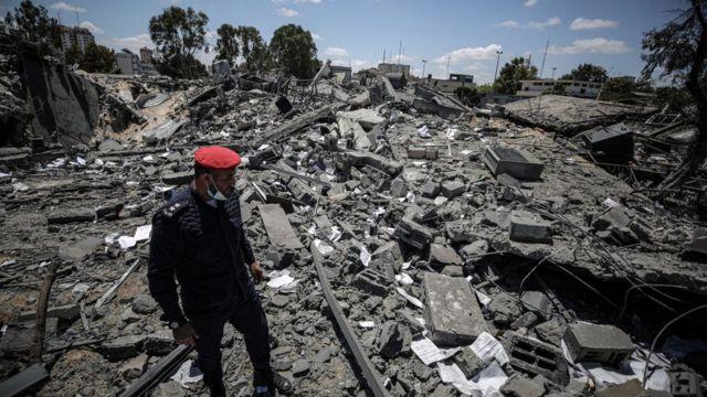 قوات الأمن الفلسطينية تعمل على إبطال مفعول ذخائر غير منفجرة متبقية من الهجمات الإسرائيلية على قطاع غزة