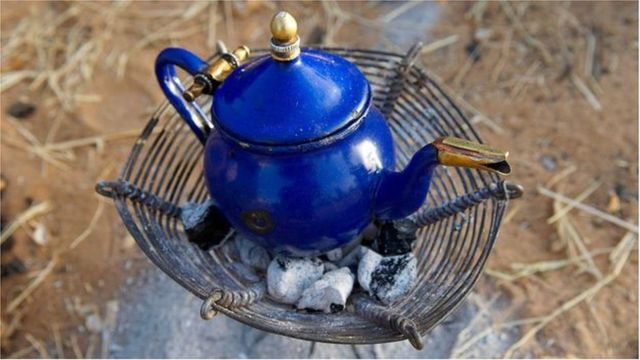 Le thé montre aux hommes du Niger qu'il est préférable de vivre dans le présent