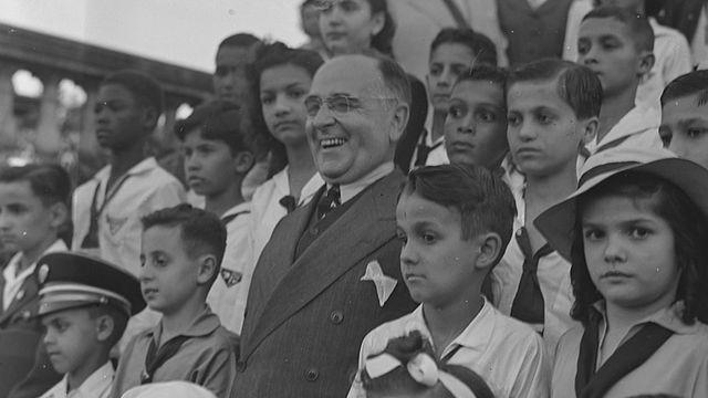 Getúlio Vargas e crianças