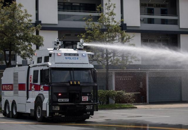 香港警方的人群管理特別用途車(俗稱水炮車)據報在周日首次離開香港粉嶺機動部隊基地,前往港島戒備。