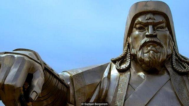چنگیز خان کا مجسمہ