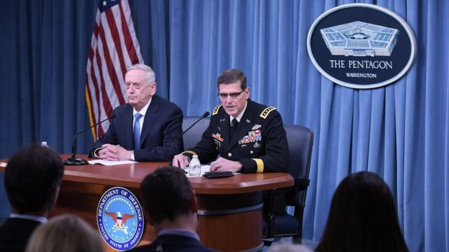 ABD Savunma Bakanı James Mattis (solda) ve ABD Merkez Kuvetler Komutanı Joseph Votel