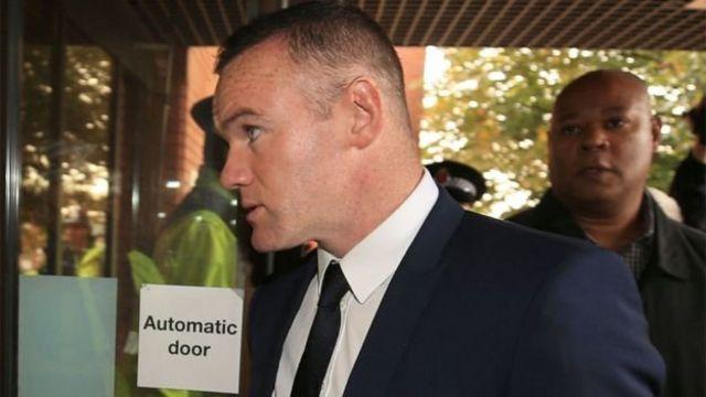Wayne Rooney as e dey go di Stockport Magistrates Court.