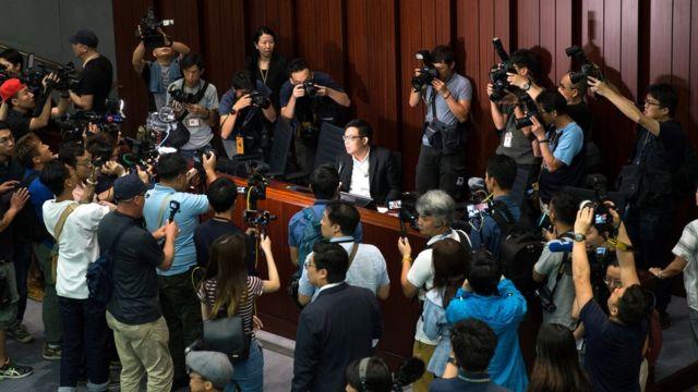 涂謹申擔任主席的法案委員會獲泛民主派議員支持,但不獲建制派議員承認。
