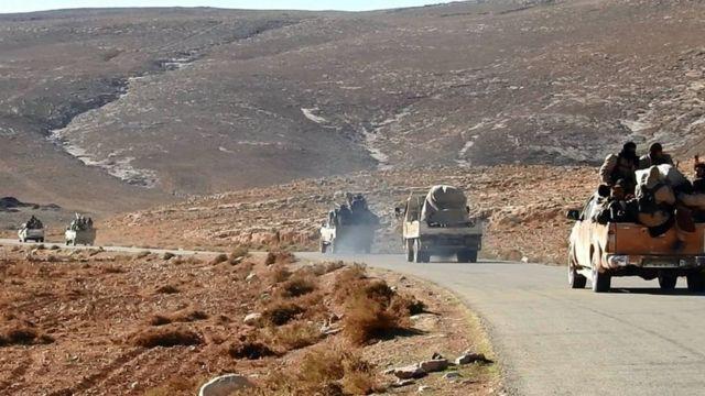قافلة لمسلحي تنظيم الدولة أثناء تقدمها في تدمر