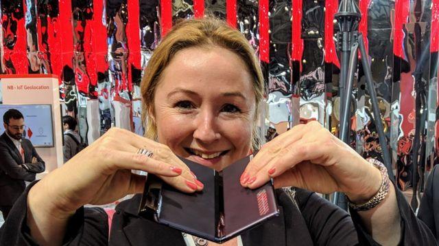 A repórter de tecnologia da BBC, Zoe Kleinman, testou o Huawei Mate X em fevereiro de 2019