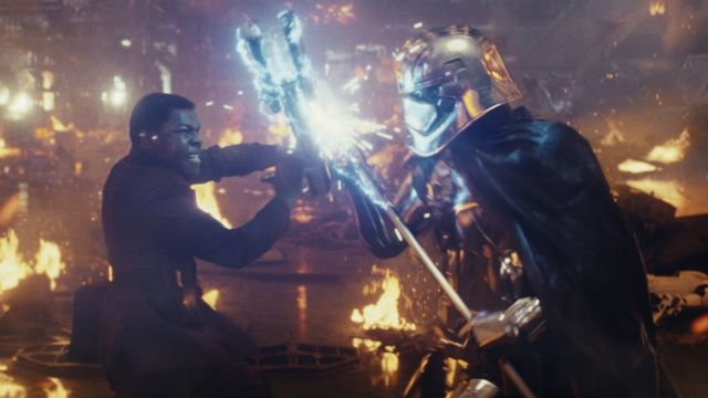 온라인 트롤들이 스타워즈 영화에 흑인과 아시아인 배우들을 기용한 것을 공격했다