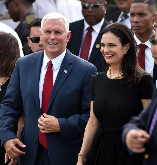 Mike Pence junto a la vicepresidenta de Panamá.