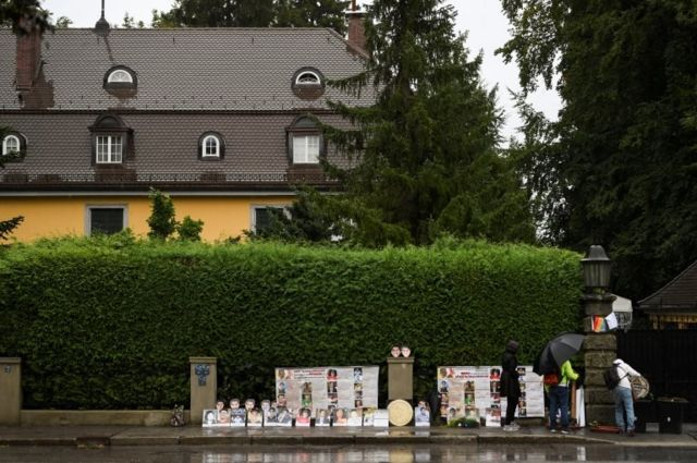 Thai activists demonstrate in front of a villa where Thai King Maha Vajiralongkorn often resides in Tutzing, Germany, September 25, 2020