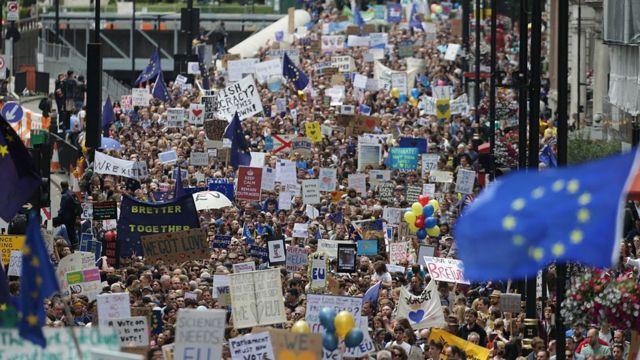 """Сказать """"нет"""" """"брекситу"""" пришли сегодня в центр Лондона десятки тысяч человек"""