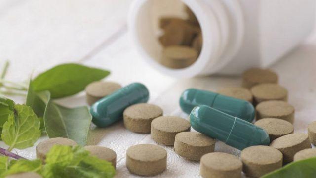 حبوب دواء وأعشاب