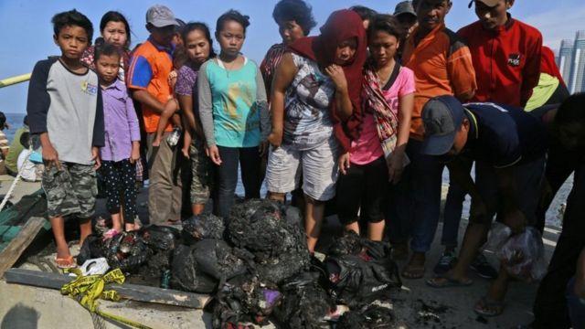 इंडोनेशियाई जहाज में आग लगने के बाद बरामद चीजें