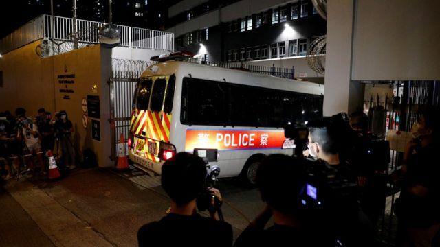 警方透露行动共拘捕四人,是首次经调查后就《国家安全法》作出行动。