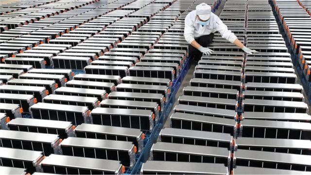 Baterías para autos en una fábrica de China