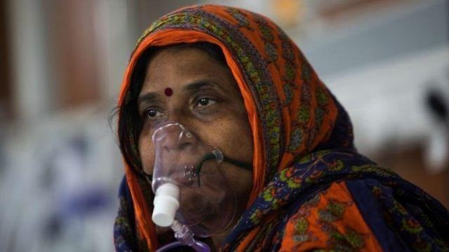 Mulher indiana é atendida em hospital