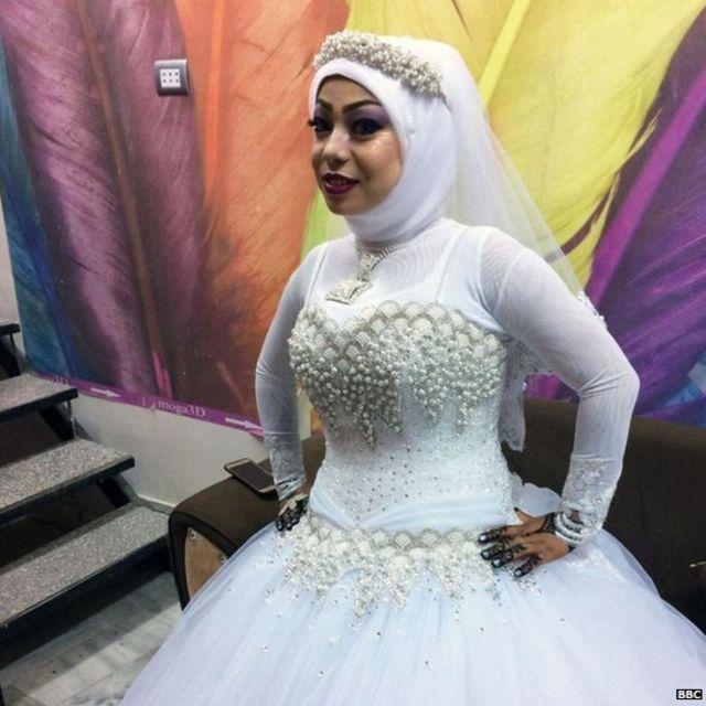 मिस्र में शादी के लिए तैयारी होती ईसाई लड़की सेली