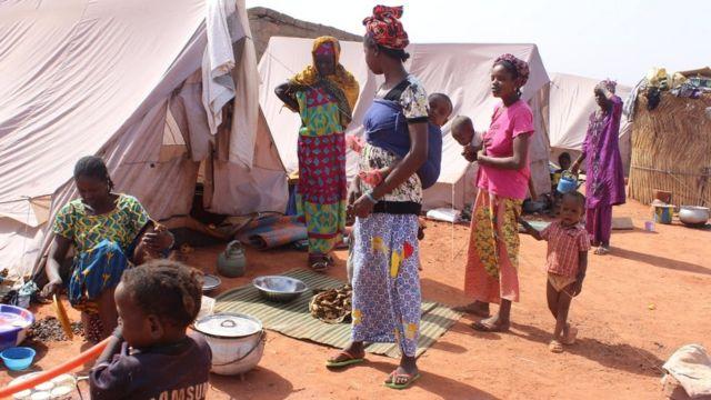 Les déplacés vivent de l'aide de bonnes volontés et des autorités étatiques maliennes.