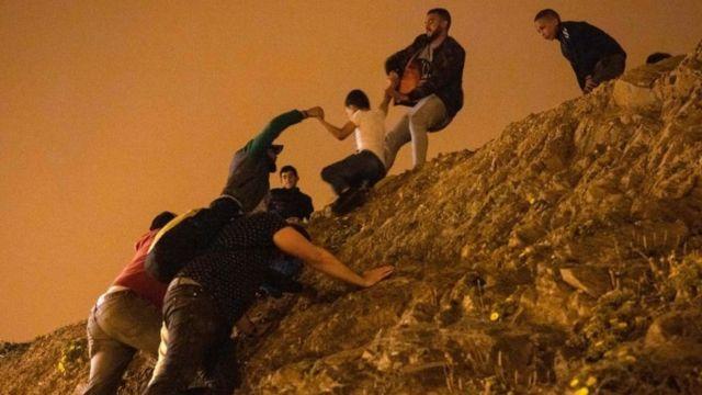 Migrantes en Ceuta.