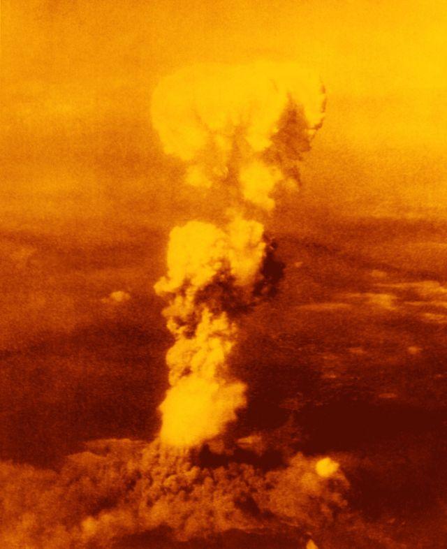 Bomb exploding on Hiroshima 1945