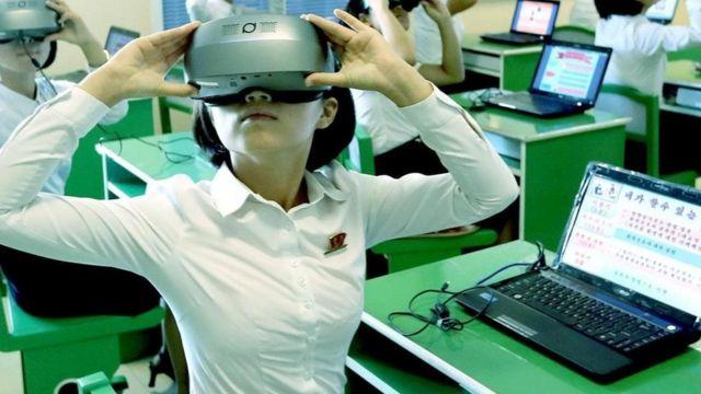 """كيف تُعلم جيلا """"تأثر سلبا"""" بالتكنولوجيا الحديثة؟"""