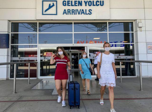 Antalya'ya gelen turistler.