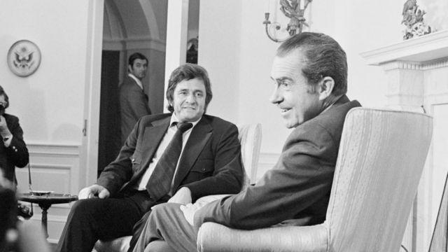 После выступления в комитете Сената по тюремной реформе Джонни Кэша принял президент Ричард Никсон. Белый дом, 27 июля 1972 г.