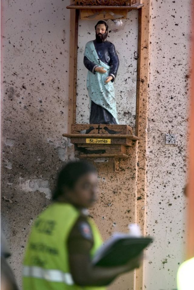 A security personnel inspects inside St Sebastian's Church in Negombo on April 22, 2019, a day after the church was hit in series of bomb blasts targeting churches and luxury hotels in Sri Lanka. - The death toll from bomb blasts that ripped through churches and luxury hotels in Sri Lanka rose dramatically April 22 to 290 -- including dozens of foreigners -- as police announced new arrests over the country's worst attacks for more than a decade.
