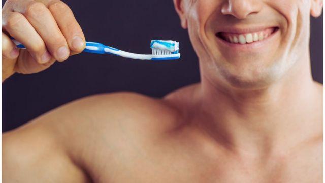 Uso excessivo de pastas de dente branqueadoras pode deixar dentes mais sensíveis