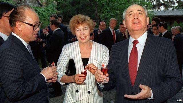 O líder soviético Mikhail Gorbachev durante sua visita à China em maio de 1989