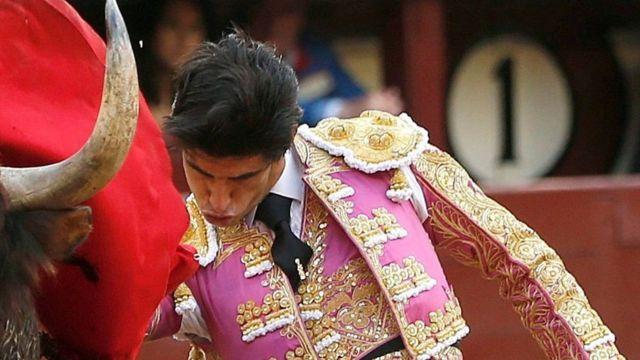 Victor Barrio durante participação na tourada de San Isidro, em maio