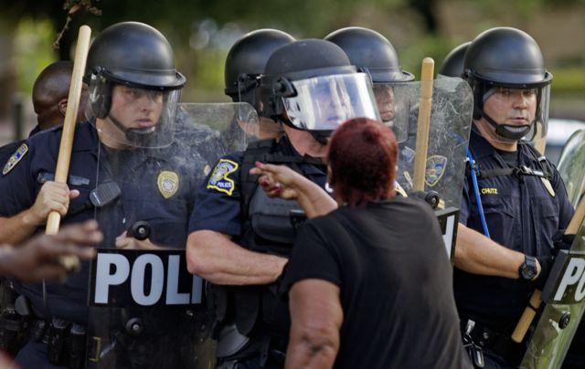 Протести в американському Батон-Руж проти надмірного застосування сили поліцією спалахнули після убивства темношкірого Елтона Стерлінга