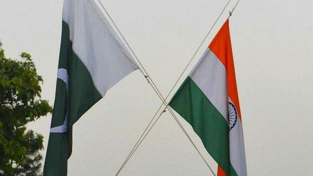 भारत और पाकिस्तान के झंडे