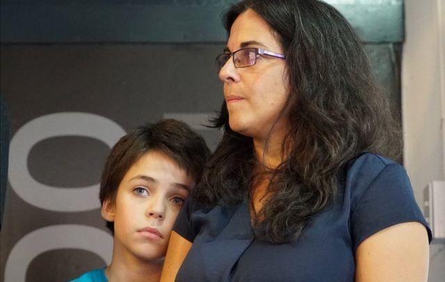 Analía Kalinec com o filho de 13 anos